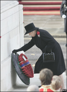 Queen laying a wreath at the cenotaph on Remembrance Sunday.