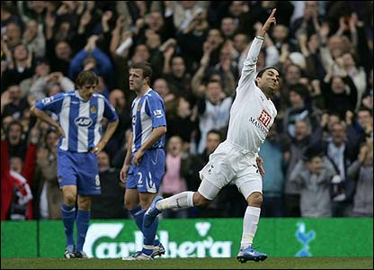 Aaron Lennon celebrates his goal for Spurs