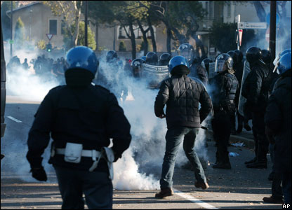 Atalanta fans clash with police in Bergamo, 11 November 2007
