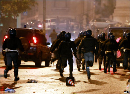 Italian policemen and football supporters clash near Rome's Olympic stadium, 11/11/07