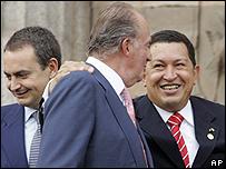 Jos� Luis Rodr�guez Zapatero, el rey Juan Carlos de Espa�a, y Hugo Ch�vez, en 2005