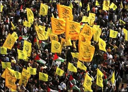 People holding Fatah flags
