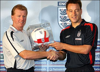 Steve McClaren hands John Terry the England captaincy in August 2006