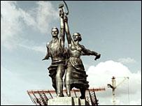 """Скульптура Веры Мухиной """"Рабочий и колхозница"""""""