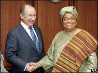 Liberian President Ellen Johnson-Sirleaf and Rodrigo De Rato of the IMF