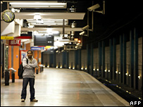 A passenger waits for a train at an empty platform in Paris (18 October 2007)