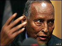 Somali President Abdullahi Yusuf speaking to journalists in Nairobi (13/11/2007)