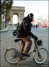 A man using a Velib bicycle on the Champs Elysees in Paris (14 November 2007)