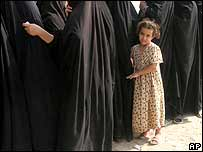 An Iraqi girl waits in line with women (archive image)