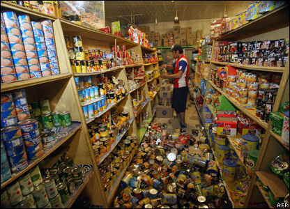 Produce is scattered over the floor of a supermarket in Maria Elena, Chile, 14 November, 2007