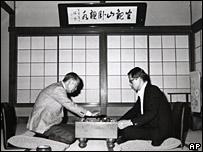 Takeo Fukuda (l) and son Yasuo Fukuda play Go in Hakone in the 1970s