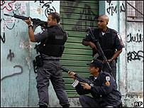 Policías brasileños