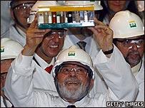 Lula da Silva en un centro de biocombustible de Petrobras