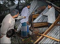 Поврежденная школа в Бангладеш