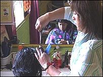 Flora, peluquera que forma parte de la iniciativa Banco del Tiempo