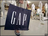 Gap customer with bag