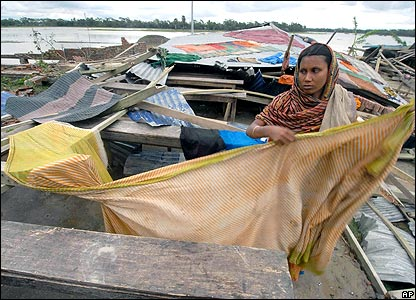 Woman drying saris on ruined house 17 November 2007