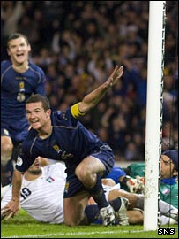 Barry Ferguson wheels away in celebration against Italy