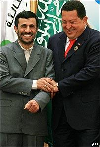 Hugo Chávez (dcha) y Mahmud Ahmadinejad