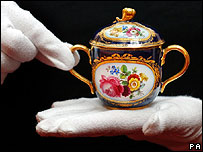The couple received a pair of Meissen chocolate pots from Pope Pius XII