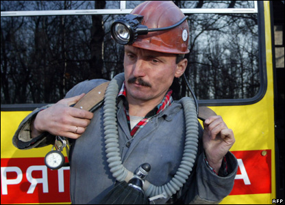A rescuer prepares to go down to the Zasyadko mine 18 November 2007