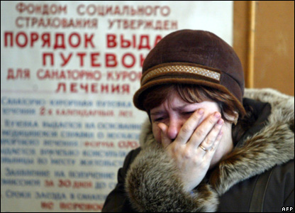 A miner's relative cries at the Zasyadko mine, 18 November 2007