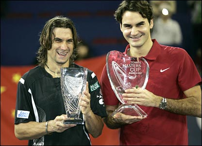 David Ferrer and Roger Federer pose for the cameras