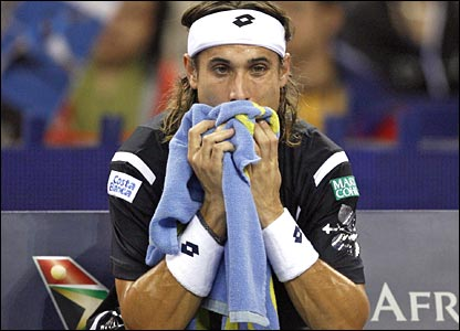 David Ferrer mops his head
