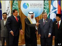 Chavez (2nd L) at the Opec summit 17 Nov