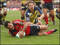 Rua Tipoki scores Munster's second try