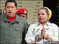 Hugo Chávez, presidente de Venezuela junto a la senadora colombiana Piedad Córdoba.
