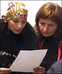 Relatives scan lists of those killed in a blast at the Zasyadko mine in Ukraine, 18 November 2007