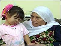 عائشة مع جدتها