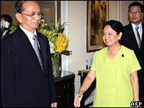 Gloria Arroyo meets Burmese Prime Minister Thein Sein in Singapore