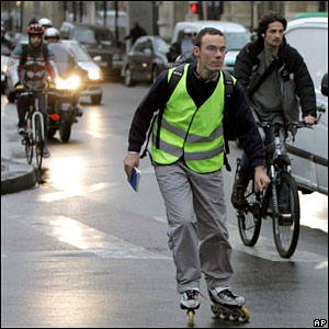 French commuters try to get to work on 20 November 2007