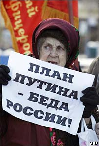 A Communist Party supporter in Moscow holds a sign, reading: Putin's Plan is Russia's Misfortune on 20 November 2007