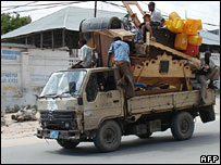 People fleeing Mogadishu (10/11/2007)