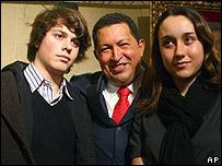 Hugo Ch�vez, con los hijos de Ingrid Betancourt