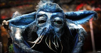 Это чудовище помогает рекламировать сезон зимних фестивалей в шотландском городе Эдинбурге