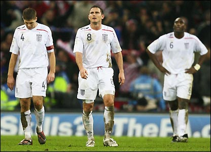 Steven Gerrard, Lampard and Sol Campbell show their disappointment
