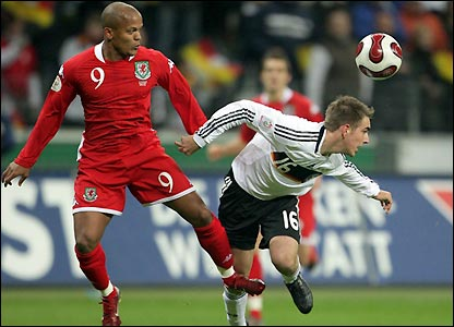 Earnshaw contests possession with Philpp Lahm