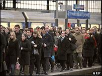 Commuters at a Paris station - 21/11/2007