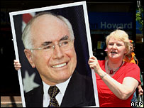 A John Howard supporter holds a picture of the prime minister on 21 November 2007