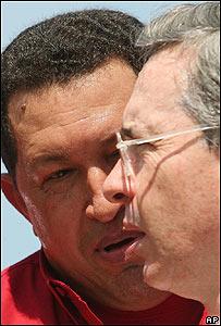 Hugo Ch�vez (izq) y �lvaro Uribe