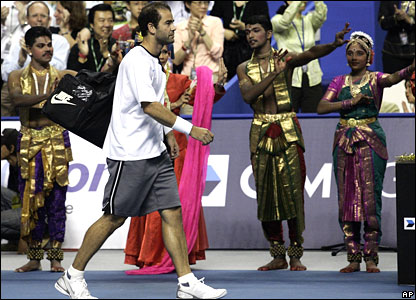 Sampras welcomed by Malaysian dancers