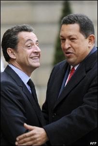 Hugo Ch�vez (izq) y Nicolas Sarkozy