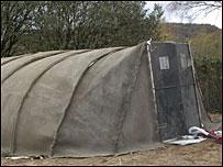 El refugio hecho de lona de cemento