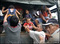 Residents of Binitayan in Albay province are evacuated, 22/11
