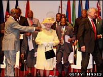 Queen Elizabeth II (centre) and other Commonwealth leaders in Uganda