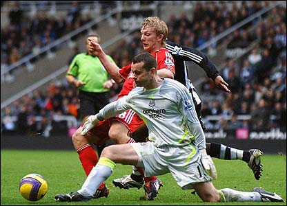 Newcastle keeper Shay Given tussles with Dirk Kuyt